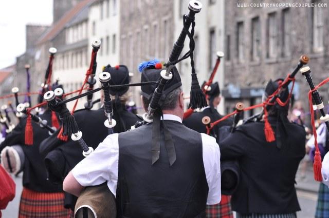 Edinburgh Fringe Country Hopping Couple