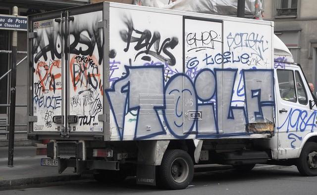grafitti on a van in paris