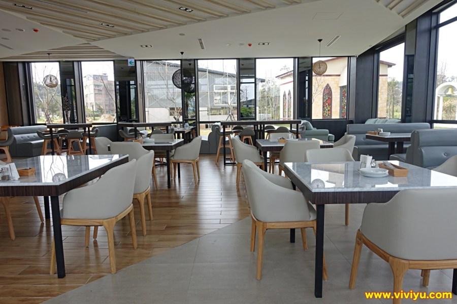 [平鎮·美食]HoneyWood Cafe~(晶麒莊園內)新開幕景觀咖啡館.南瓜馬車、浪漫教堂、整面夢幻花牆是最佳的拍照地點 @VIVIYU小世界