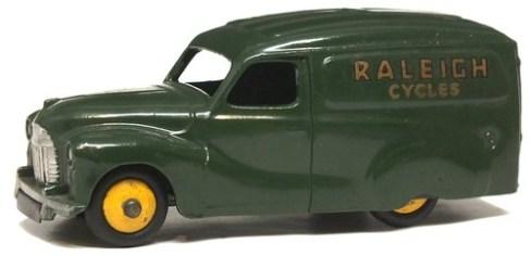 43 Dinky GB Austin A40 van