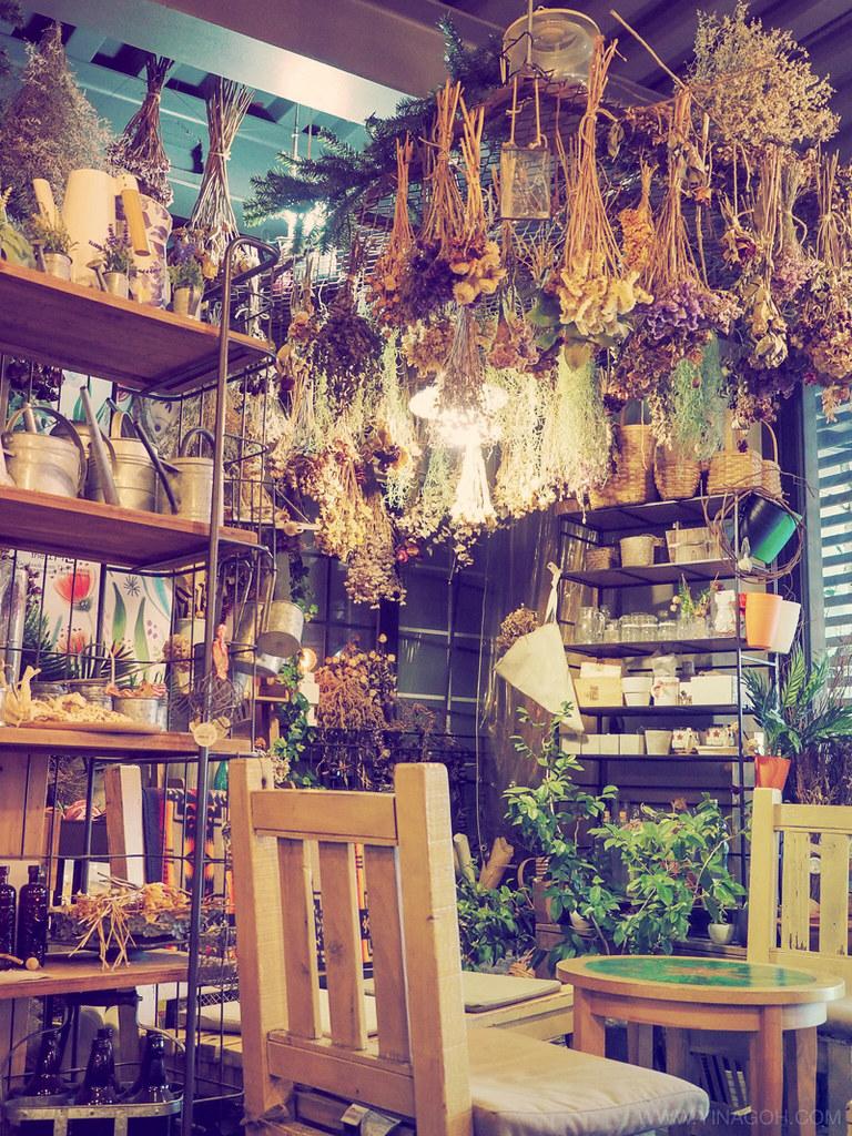 Garosu-Gil cafe Seoul travel blog