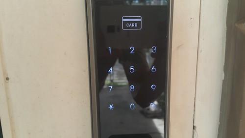 ใช้ได้ทั้งแบบแตะบัตรหรือรหัสผ่าน หรือทั้งคู่