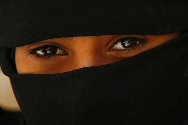 Veiled girl's eyes - Yemen اليمن