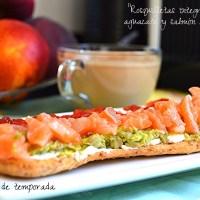 Rosquilletas integrales con aguacate y salmón (Desayunos ligeros y rápidos)