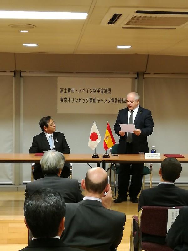 Firma del tratado España (RFEK) y Fujinomiya en la Embajada de Japón (2)