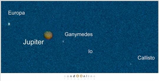 Details die ik nooit verwacht had te zien. De kleur van de planeet en een hint van de wolkenbanden. En natuurlijk de manen waarvan Io niets meer dan anderhalve pixel groot is - mits ik me niet vergis.