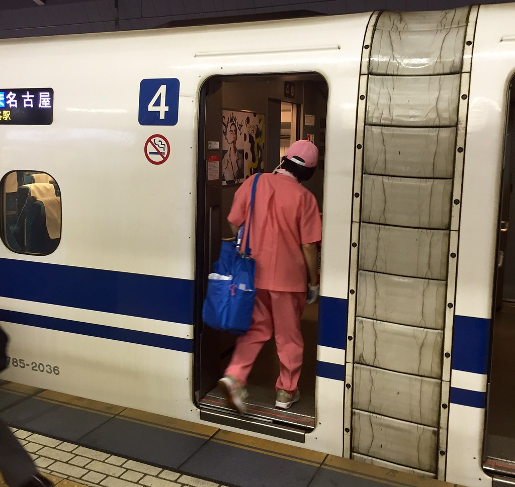 Seven minute time starts for Shinkansen cleaners at Tokyo Station
