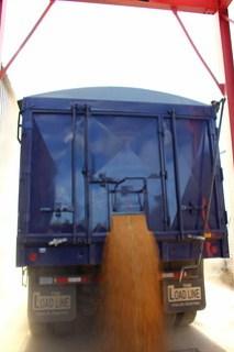 Unloading in Oshkosh, Neb.
