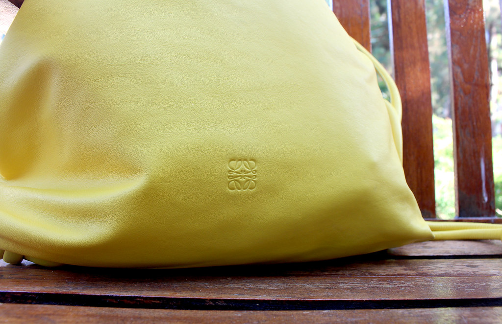mochila amarilla