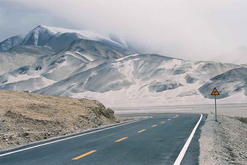 Driving the Karakoram highway - Nicolas Monnot