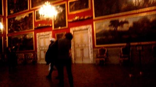 Paredes petadas de cuadros en la Galleria Doria Pamphilj