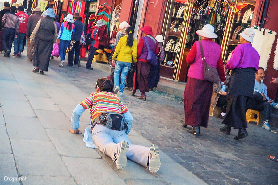 2015.12.09 | Tibet 西藏踢北去 | 尋找藏人真正的拉薩中心,被信仰力量震撼的大昭寺與舊城區 30.jpg
