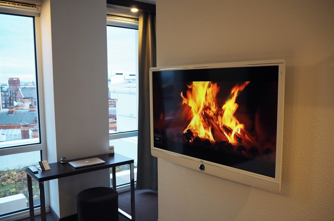 fireplace-tv-motel-one-manchester