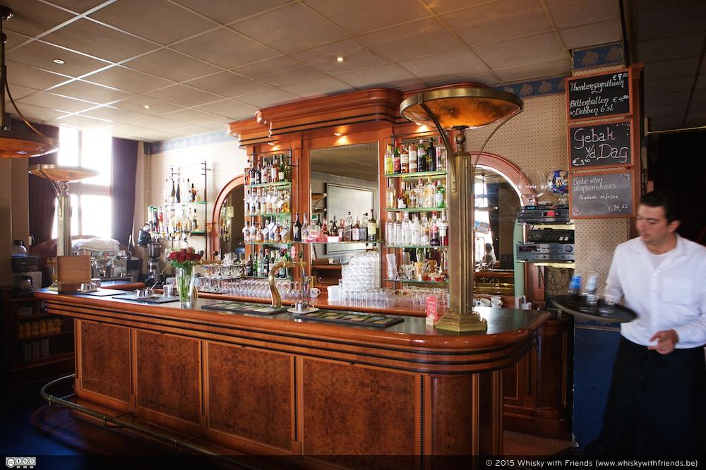 Een gezellige bar aan de ingang van Whisky by the Sea