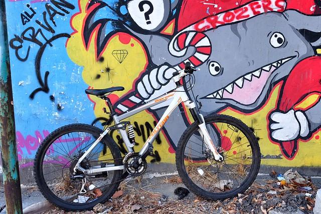 My ride my bicycle, cute graffiti Gresik #gresik #graffiti #graffitigresik #terfujilah #fujifilm #xf23mm #bicycle #morningroad