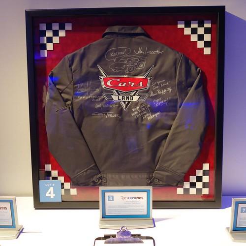 ソーサラーラウンジには多数のサイレントオークション品が。サイン入りのカーズジャケット。#d23expo