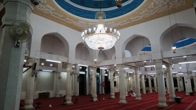 Masjid Khalifa Bin Zayed Al Awwal interior