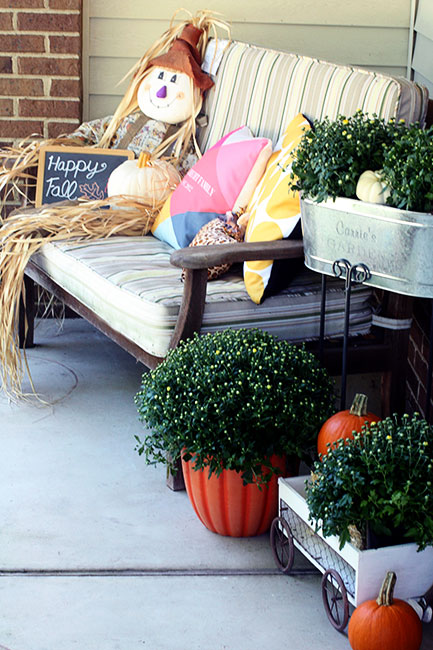 Scarecrow-and-Bench-Mums2