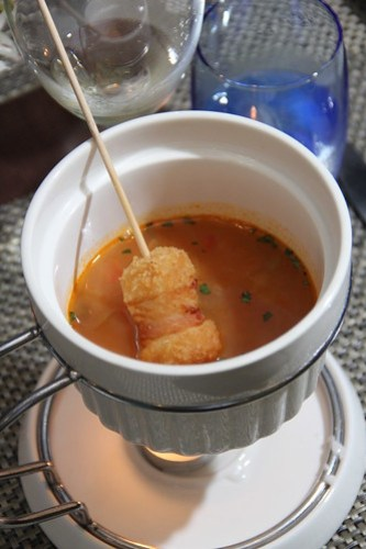 manhattan_seafood_chowder_with_iqf_hash_brown_potato_croquette_in_smoked_bacon_wrap