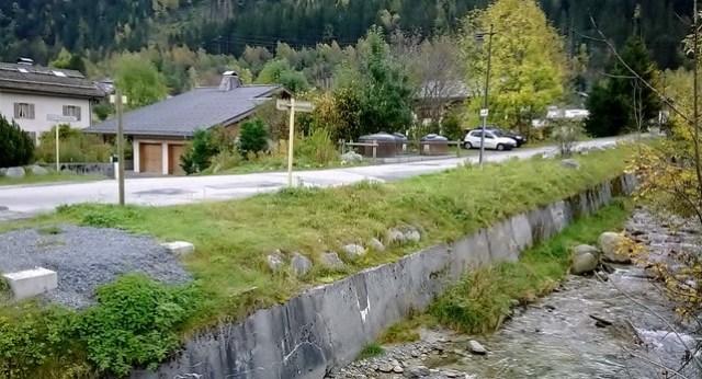 road beside hospital chamonix towards du dard