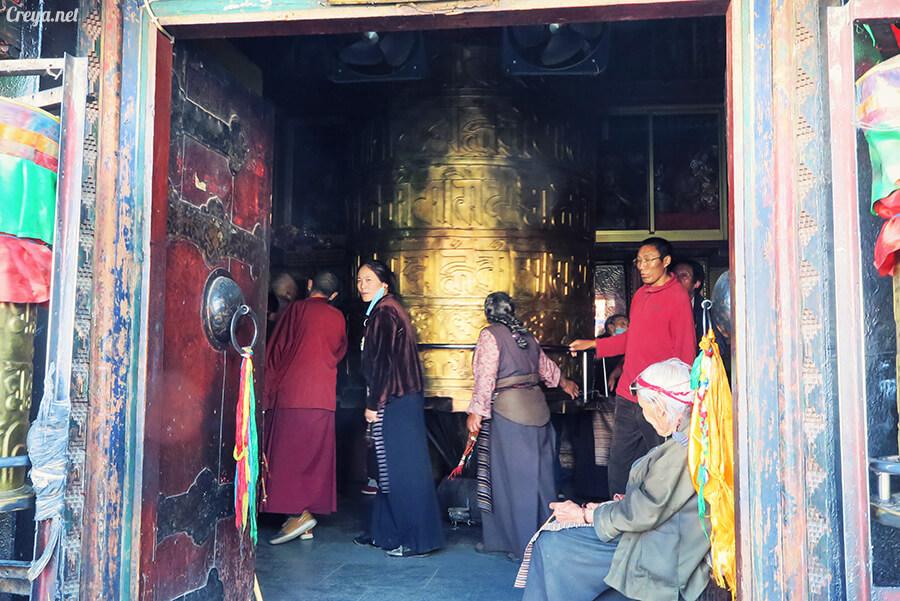 2015.12.09 | Tibet 西藏踢北去 | 尋找藏人真正的拉薩中心,被信仰力量震撼的大昭寺與舊城區 26.jpg
