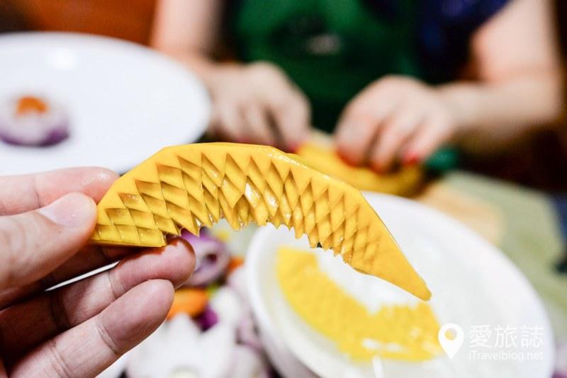 《曼谷泰菜学习》May Kaidee 蔬食厨艺学校:素食主义者的园地,磨练耐心与细心的果雕课程体验