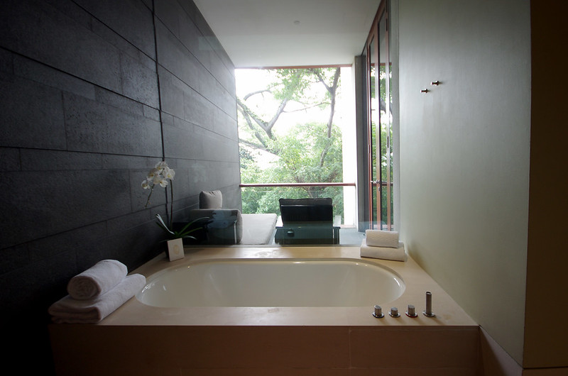 bathtub - capella singapore premier garden room
