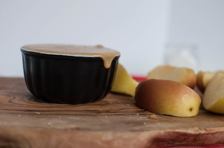 Creamy Salted Caramel Dip {for apples} 4