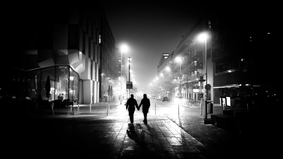 In love - Dublin, Ireland - Black and white street photography
