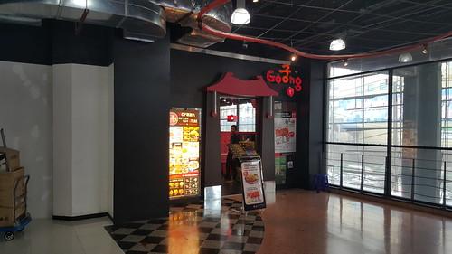 ร้าน Goong มองเห็นได้ง่ายจากโถงห้างพันธุ์ทิพย์ แต่ร้านจริงๆ แอบอยู่ซอกหลืบนิดหน่อย