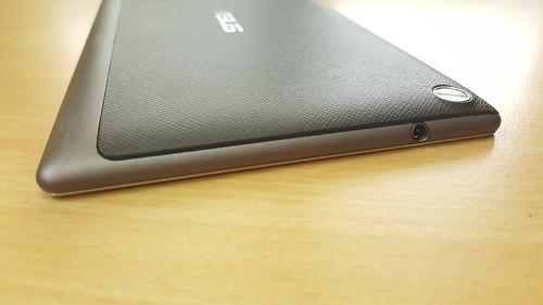 ASUS ZenPad 7.0 (Z370CG) ด้านบน