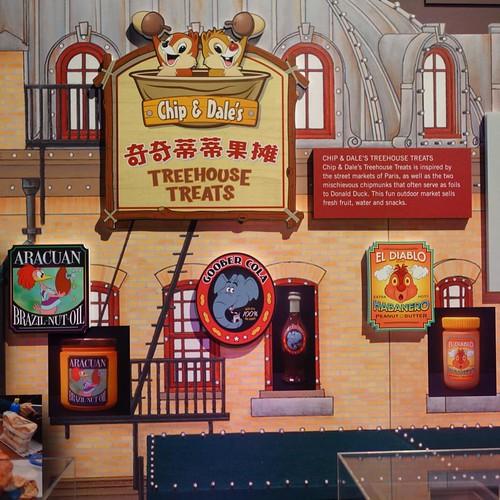 ミッキーアベニューには、キャラクターたちの店がある。