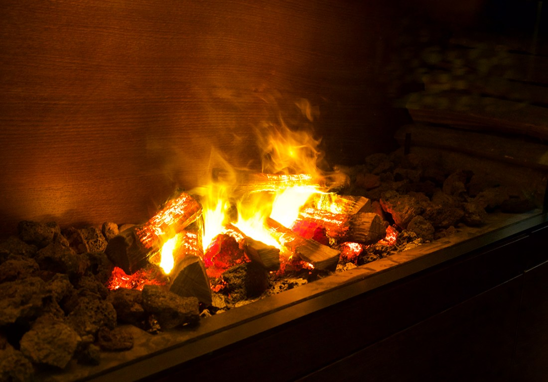 fireplace-motel-one-lounge-manchester