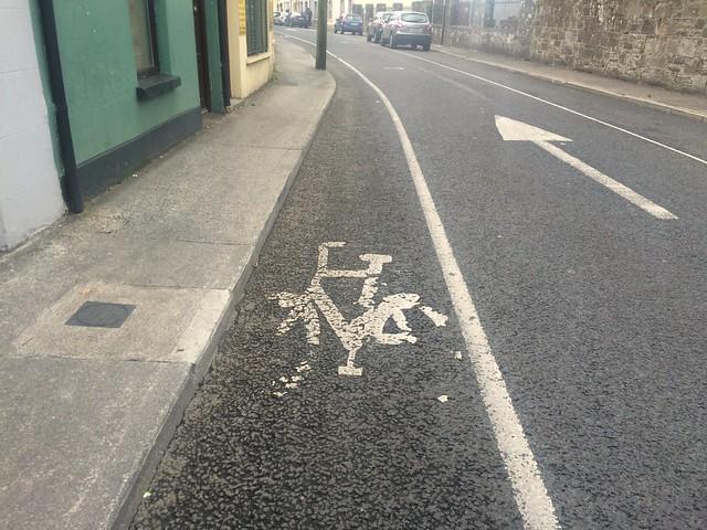 Tralee -- narrow cycle lane