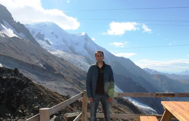 zaid with mont blanc background from aiguille du midi