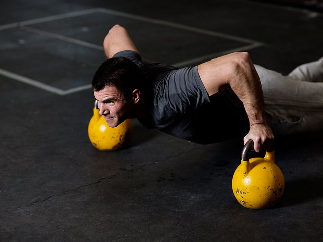 kettlebell-pushup-1280