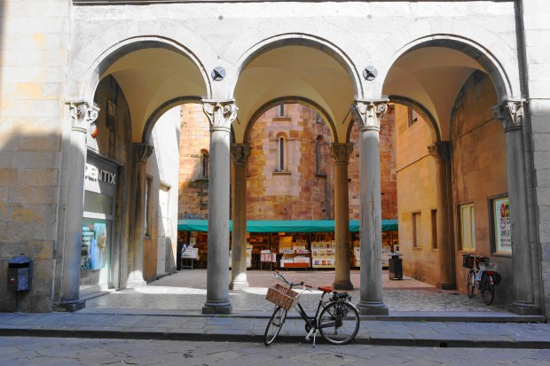 Lucca arches
