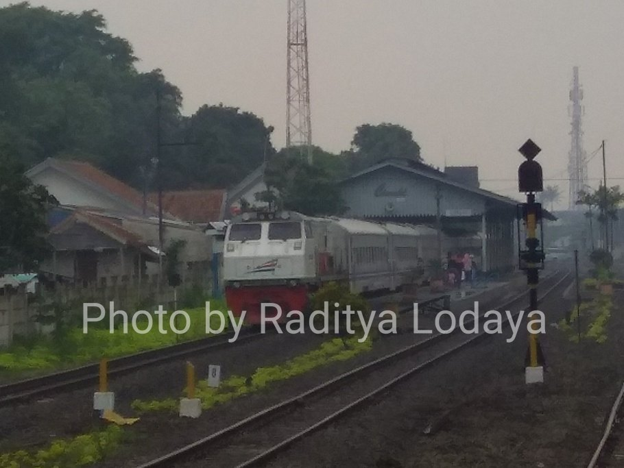 Kereta Api Lokal Cibatuan 2 atau Kereta Api Lokal Bandung Raya?
