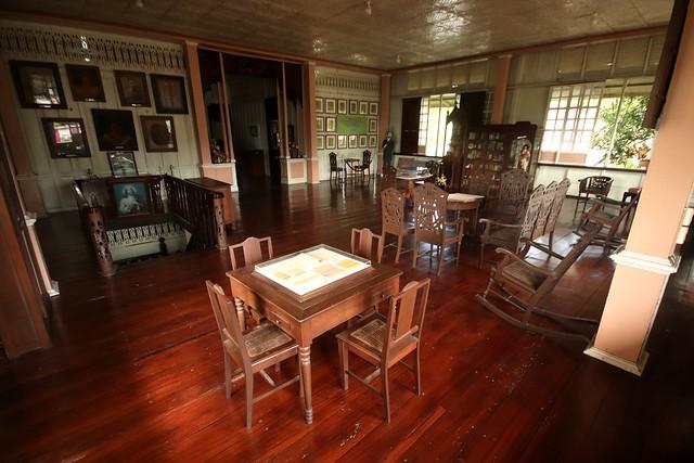 Alberta Uitangcoy-Santos House