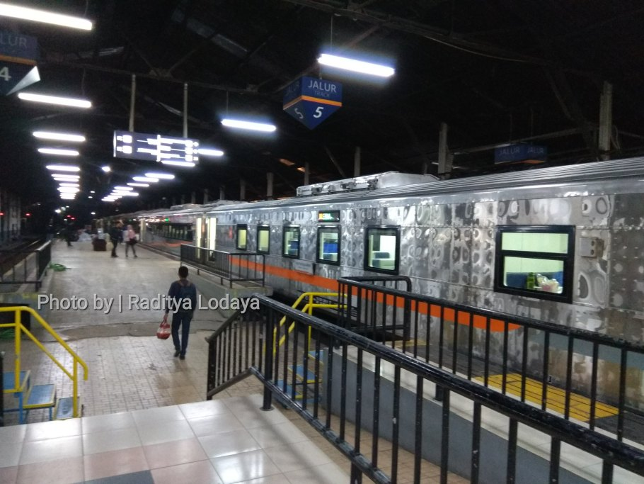 PLB Kereta Api Argo Parahyangan Tambahan Stainless Steel (2/6)