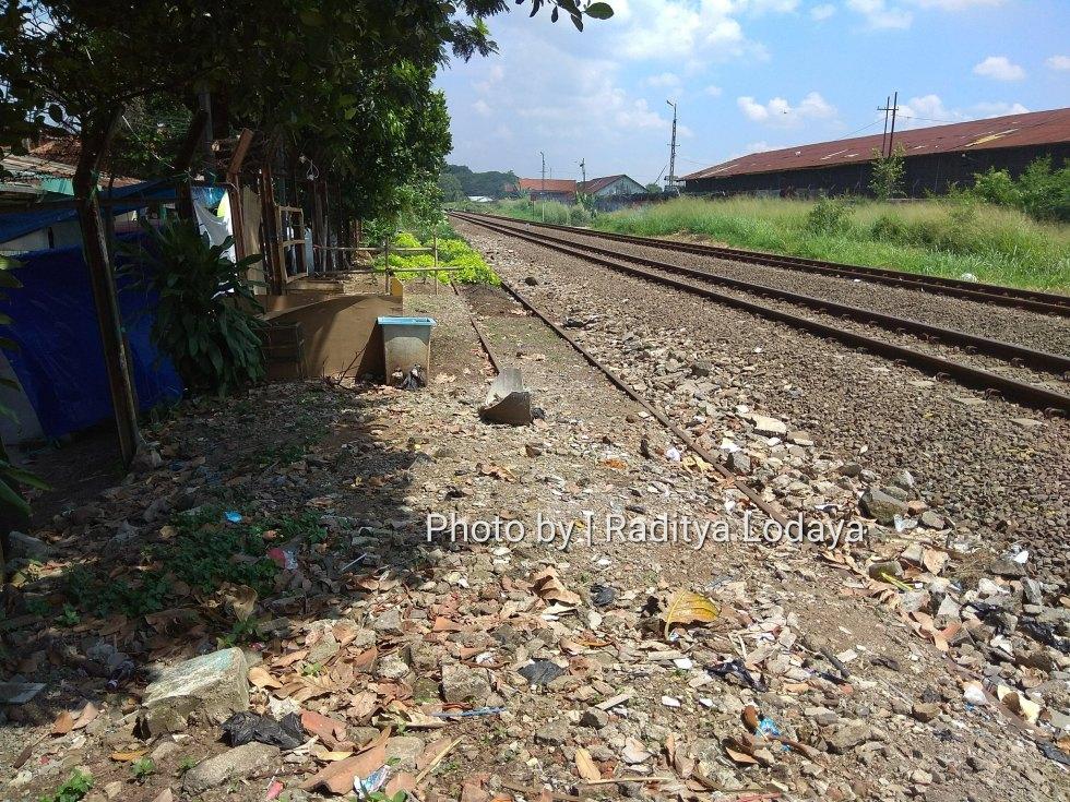 Foto Jalur Rel Mati Bandung (Kiaracondong-Karees): Rel ke Karees Timbul Tenggelam