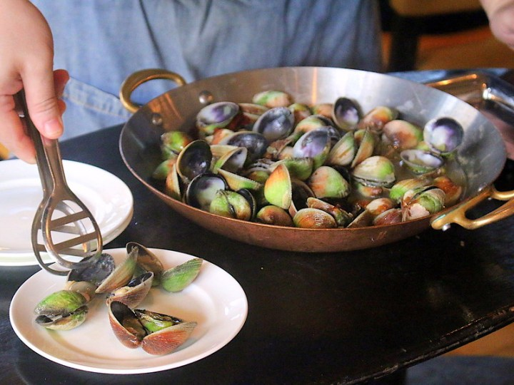 Clams served table side