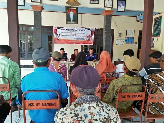 Suasana kegiatan forum warga terkaiat Pencermatan Daftar Pemilih Sementara (DPS) yang di laksanakan oleh PPS Kelurahan Kampungdalem Tulungagung Kota (1/4)