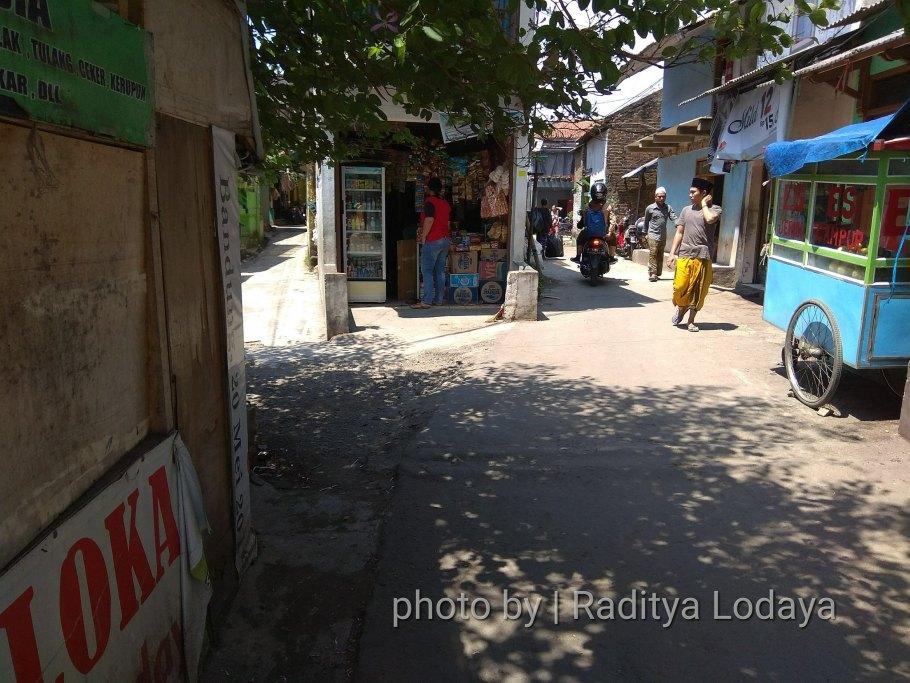 Foto Jalur Rel Mati Bandung (Kiaracondong Karees) 27 - Dari depan warung rel memotog jalan pindah ke kiri Jalan Samoja Dalam (dari arah Laswi)