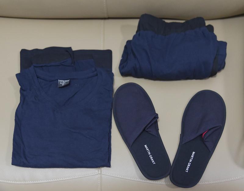 qantas first class pajama set