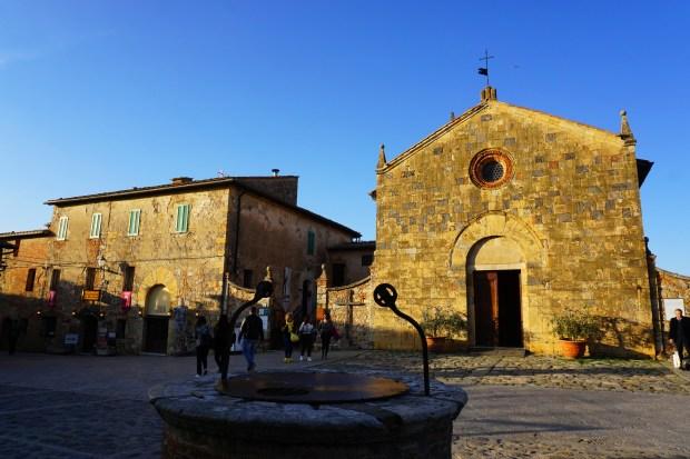 Piazza Roma and Chiesa di Santa Maria, Monteriggioni