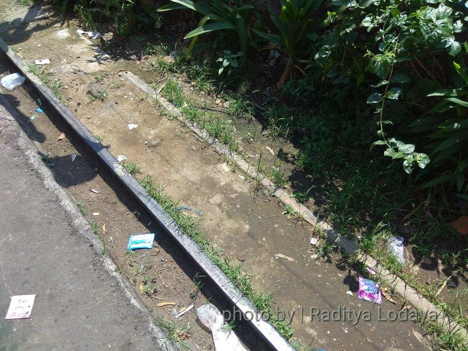 Foto Jalur Rel Mati Bandung (Kiaracondong Karees) 35 - besi rel cuma sebelah