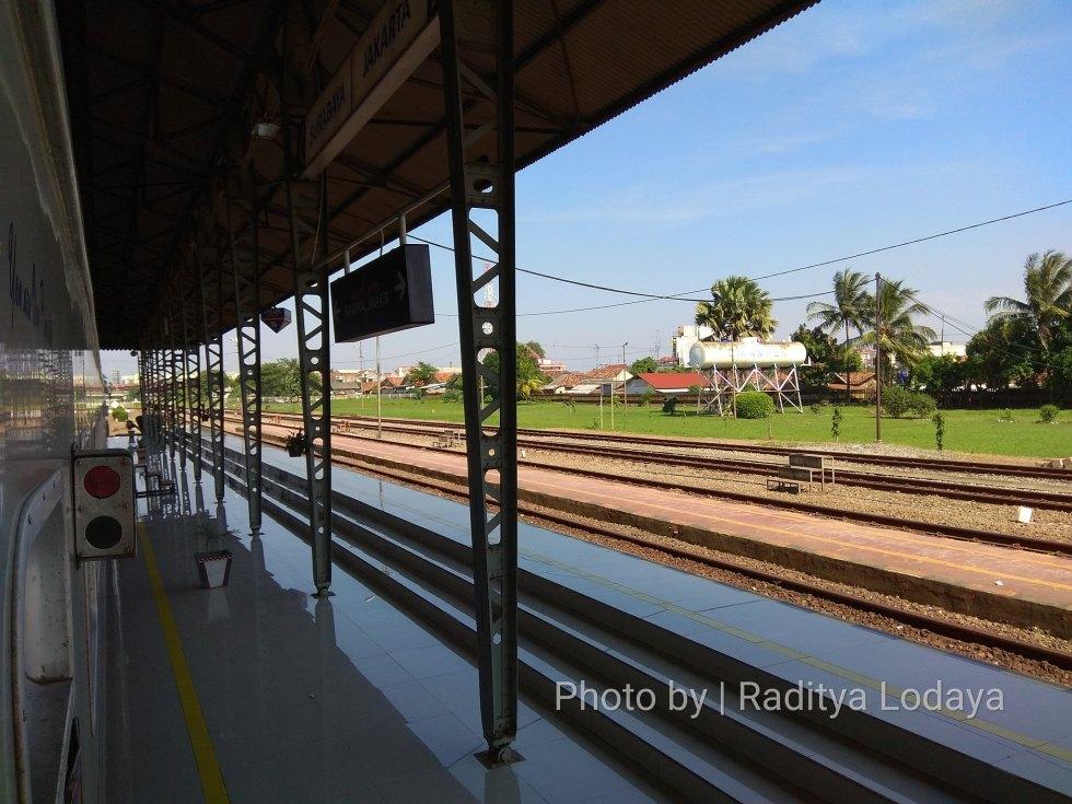 07 TRIP REPORT KERETA API JAYABAYA 1 (JAKARTA-CIREBON) -- STASIUN CIKAMPEK 4