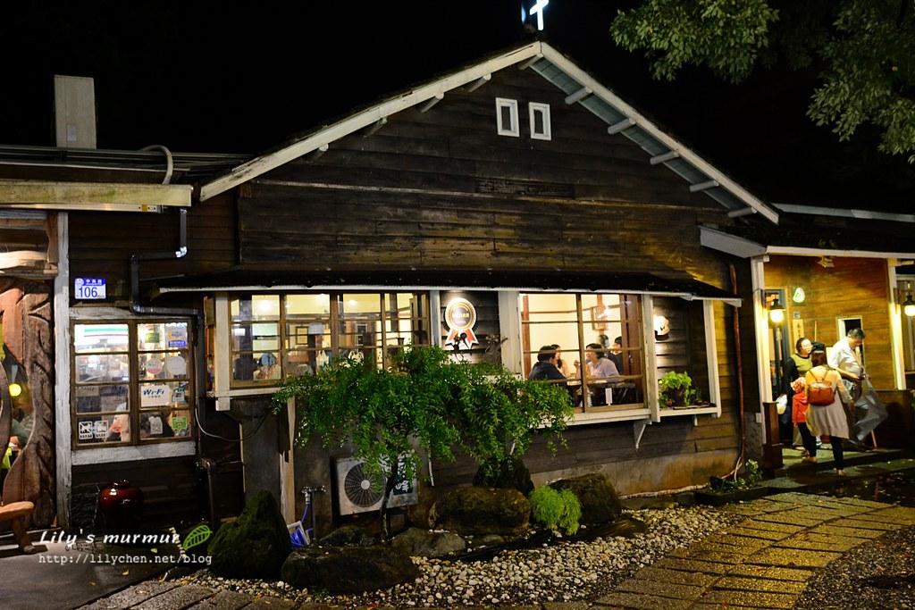 家咖哩花蓮總店外觀,晚上看起來溫馨。