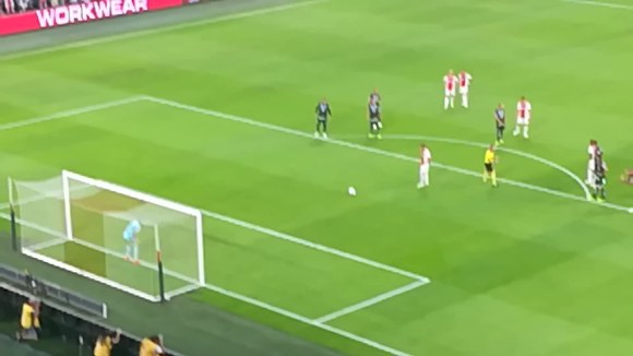 Segundo gol por penalti contra el Graz